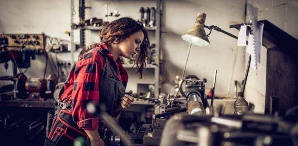 Eina per una comunicació no sexista (Observatori de les Dones en els mitjans de comunicació): Treball femení en taller